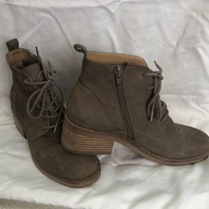 Lucky tan leather ankle boots